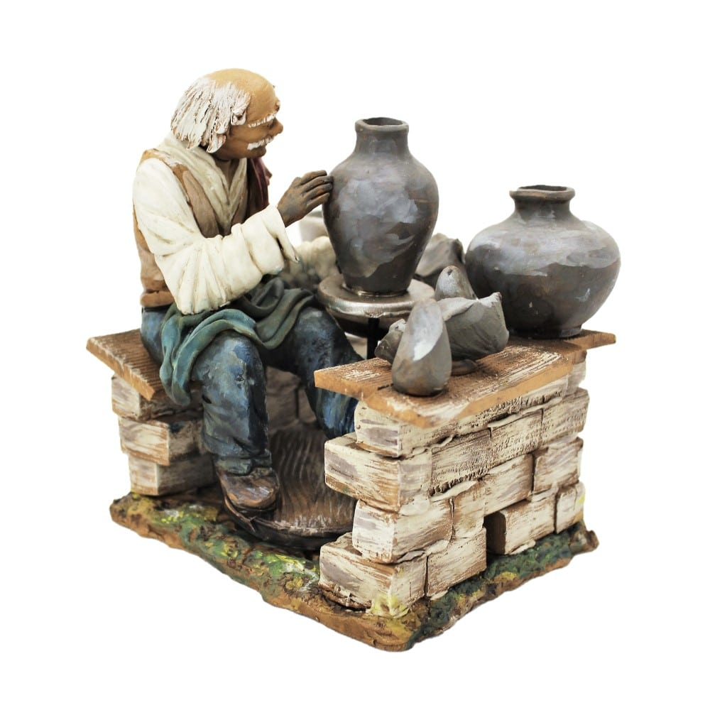 Statua artigiano con ceramiche presepe di Caltagirone