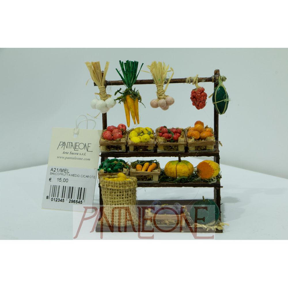 Banco frutta medio con carote in terracotta